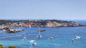 Impressive new villa in idyllic bay front line