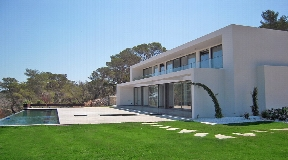 New build six bedroom villa in Roca Lisa for sale