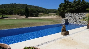 Townhouse in the first line of the golf course in Roca Lisa with large private pool