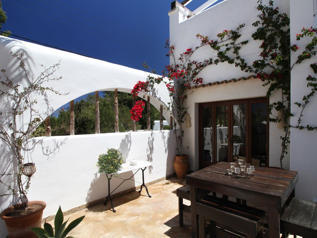 Pure Marrakesh flair on the outskirts of San José enchanting finca with touristic rental license