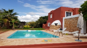 Comfortable finca with 1030 sqm plot for sale in San José
