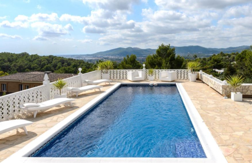 Nice villa with beautiful views to Dalt Vila and the sea in Can Furnet