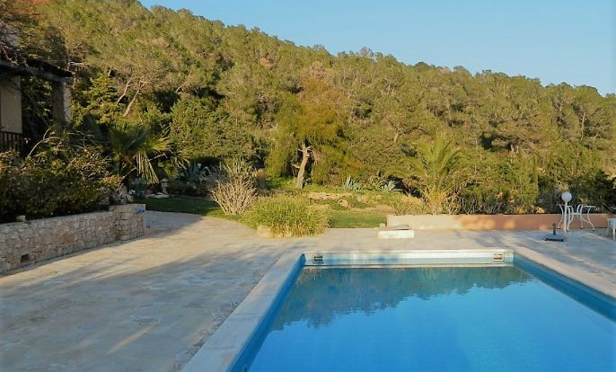 Rural villa with independent guest house in Es Cubells
