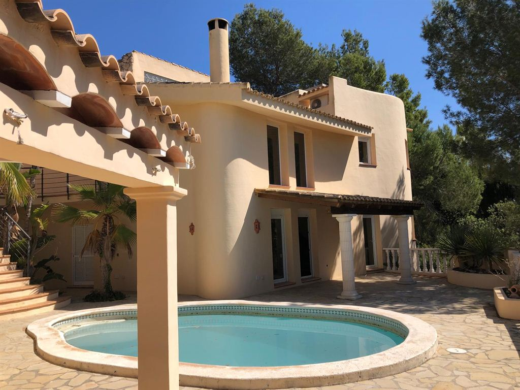 Twin houses with guest studio only a few minutes walk to the beach of Cala Llonga