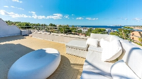 Modern penthouse within walking distance to the beach in Cala Tarida