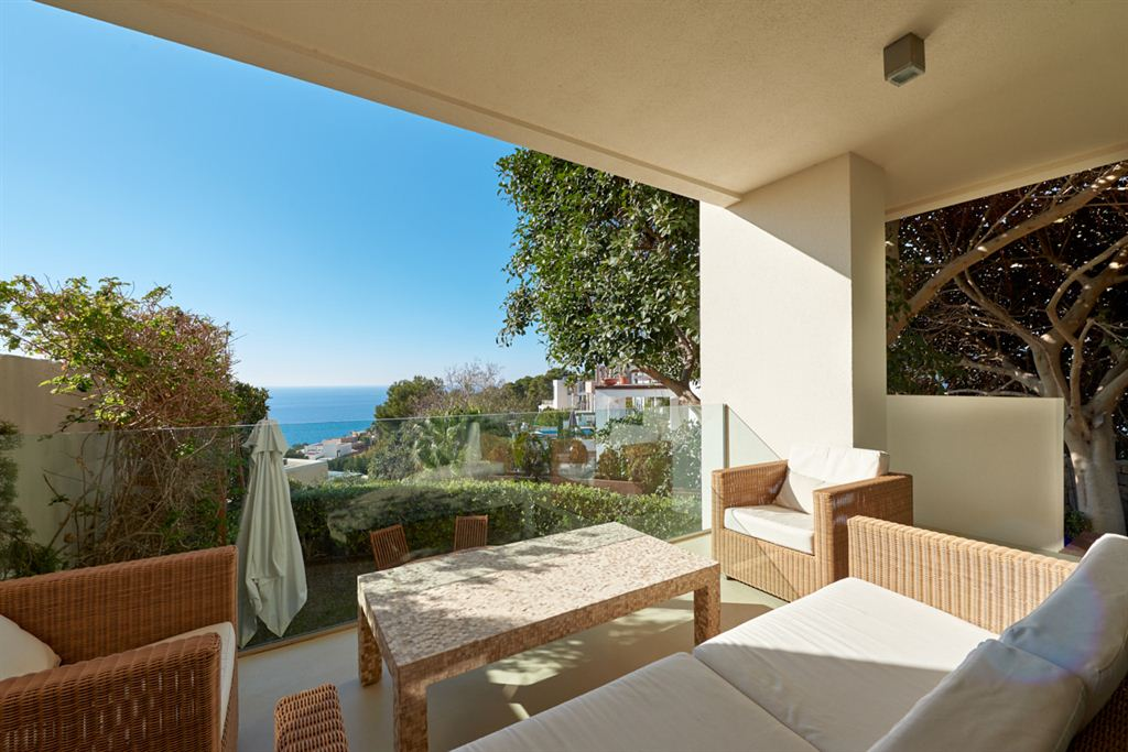 Beautifully restored townhouse with fantastic sea and sunset views