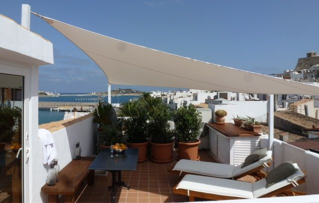 Luxury duplex with restaurant on the groundfloor in the first line of the luxury marina