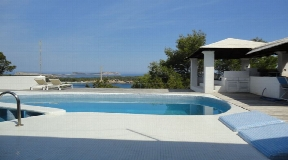 Villa in the most posh residential area of Cala Bassa with stunning beach views