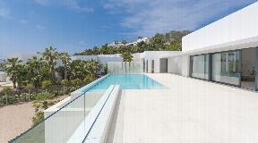 Monopolistic unique villa with sea view in Vista Alegre for sale