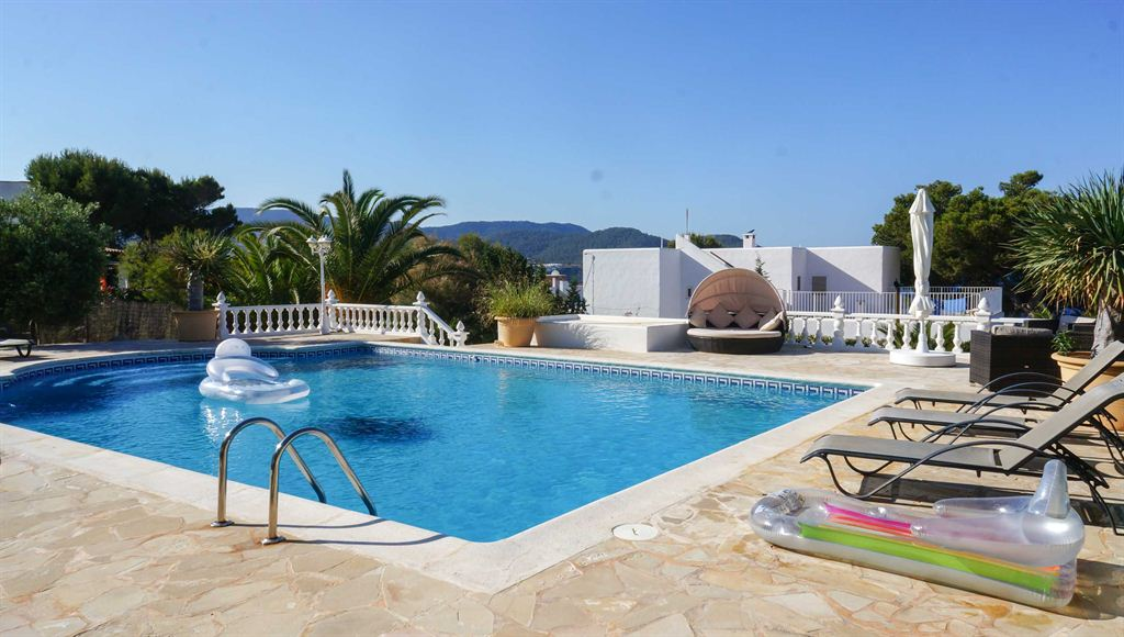 Villa with presentable sea views and Es Vedrá and Sunset