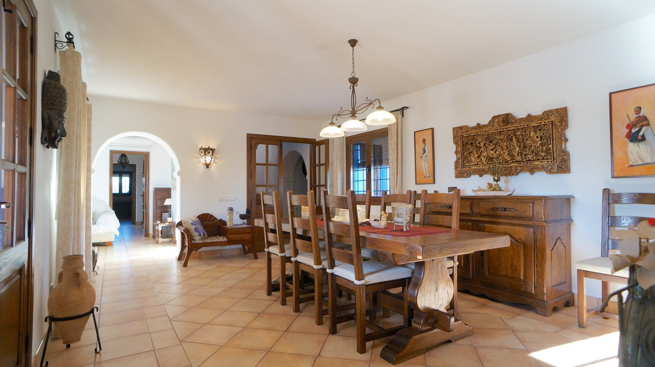 Nicely furnished finca for sale in a quiet area of the village of Jesus