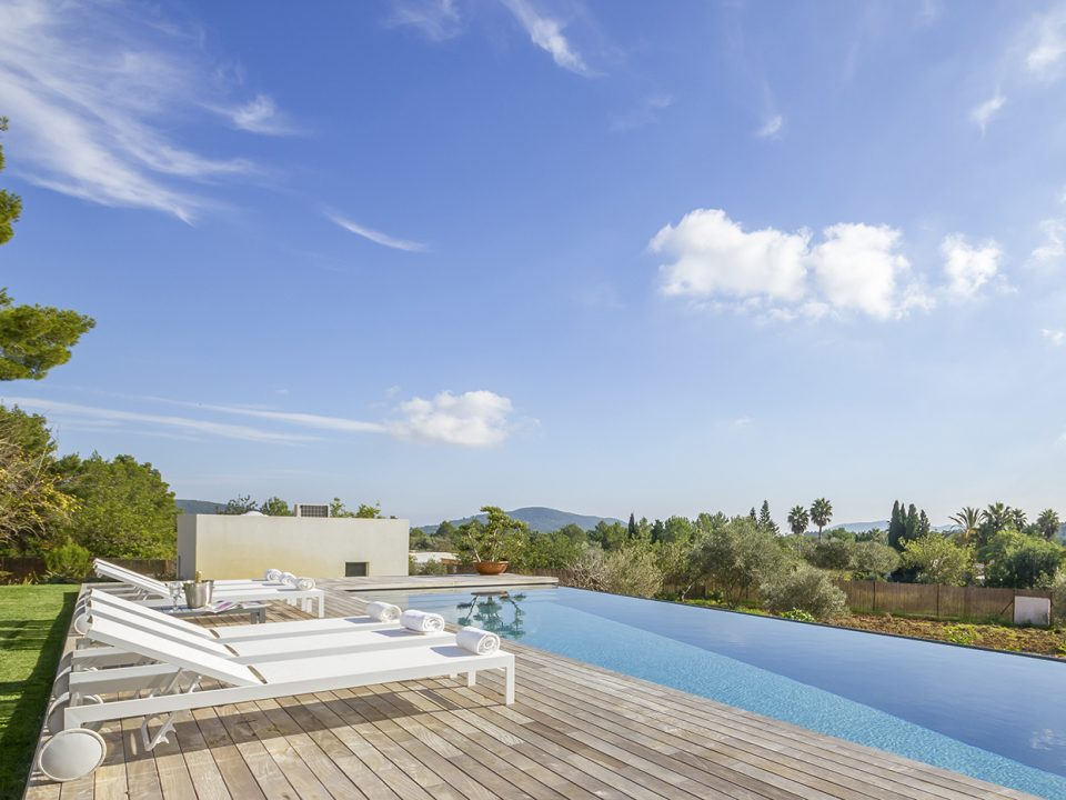 Extraordinary modern cottage for sale in the green of San Lorenzo