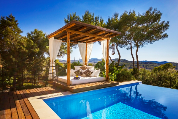 Coincidental villa for sale with nice views of the sea in Ibiza