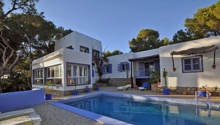 Amazing frontline Villa just 5 minutes to the beach in Cala Salada