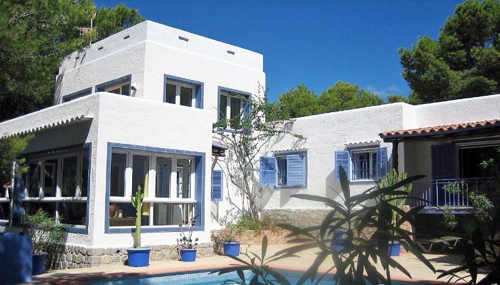 Amazing frontline Villa just 5 minutes to the beach in Cala Salada