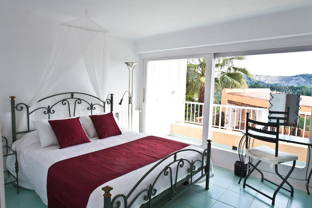 Superb villa with nice views for sale in Can Furnet