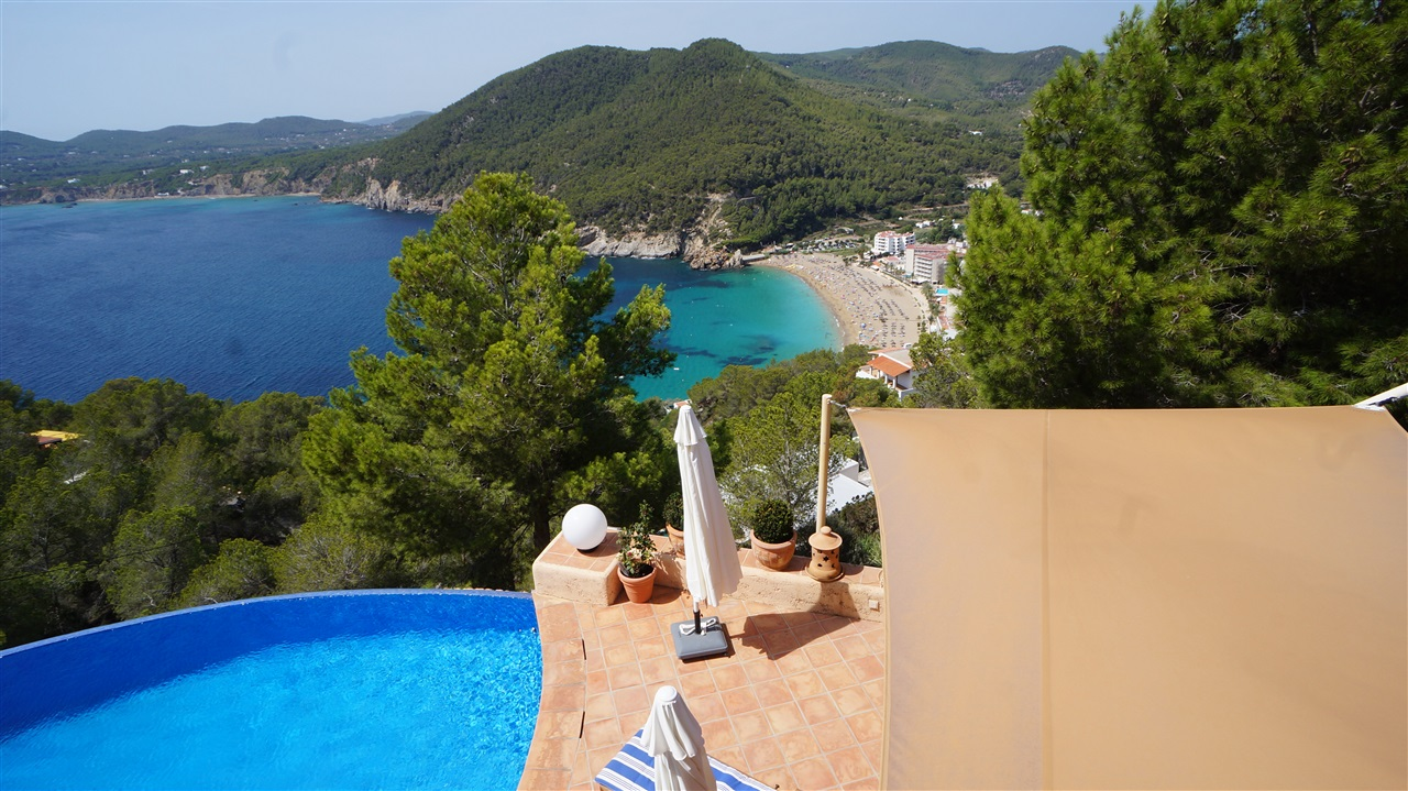 Luxury property in first sea line with exceptional views in Cala San Vincente