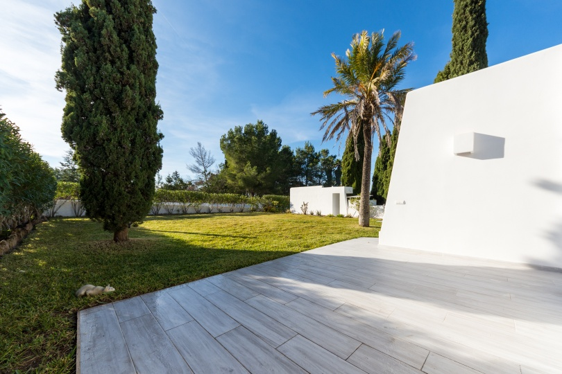 Beautifully renovated villa in the west of the island