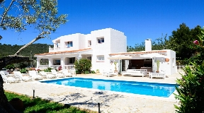 Cosy house very close to Ibiza with rental license