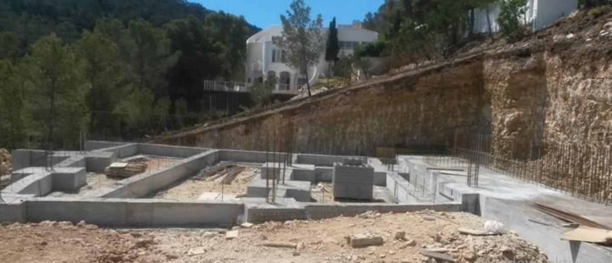Plot with project of a big luxury villa with nice sea views in Cala Moli