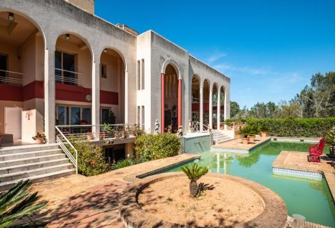 Huge mansion in the country side of Santa Gertrudis with nice views
