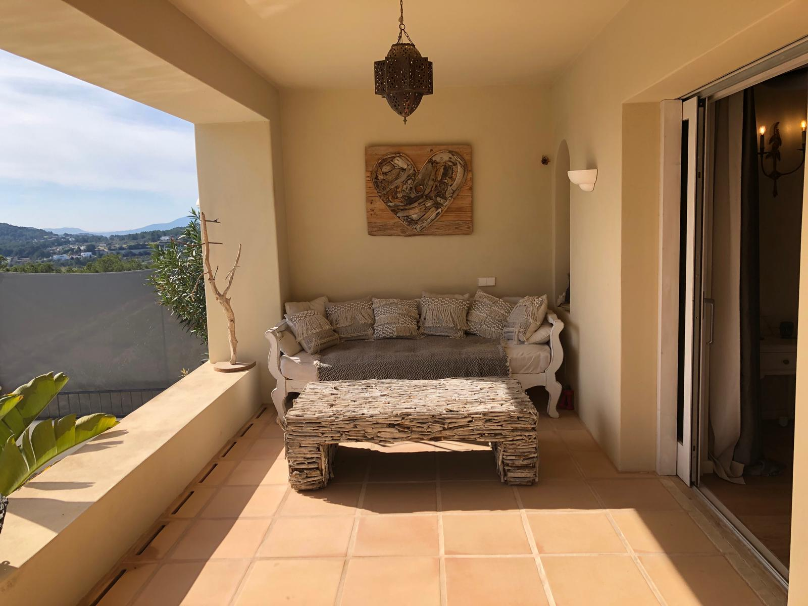 Beautiful house with great views in Santa Gertrudes