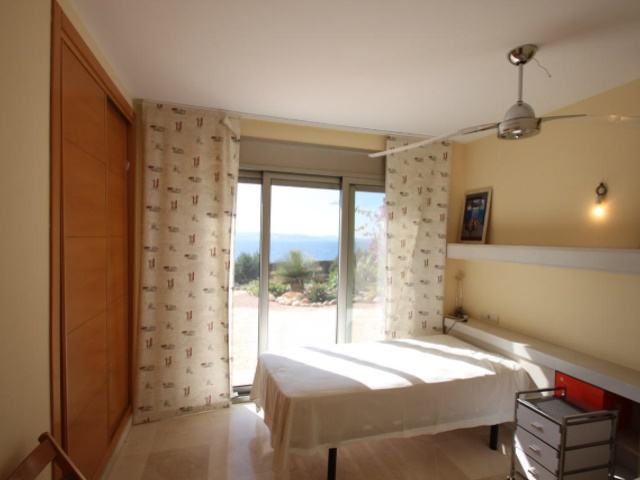 4 bedroom apartment in first line to the sea with private garden and community pool