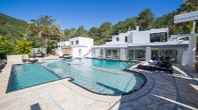 Expansive villa with 30.000m2 plot with fabulous views for sale in San Rafael