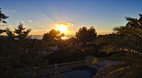 Luscious chalet for sale with a beautiful sunset view in Cala Tarida