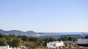 Amazing sea facing townhouse in the heart of San Rafael
