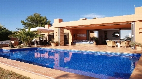 Beautiful bungalow with rooftop in Caló den Real with stunning views
