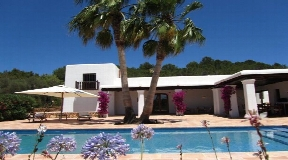Graceful finca in a rural area in San Carlos on Ibiza for sale