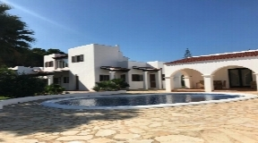Nice villa near Cala Nova and the beach in San Carlos for sale