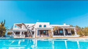 Wonderful property with tourist license in Talamanca for sale