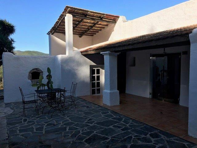 Traditional farmhouse for sale in Morna Vally