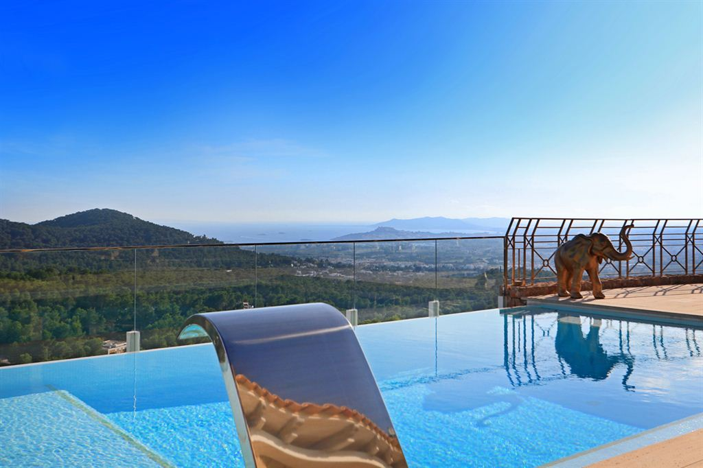 Luxury villa with sea views in Can Furnet