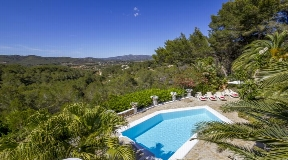 A Finca like from the fairy tale book in pure nature close to Santa Eulalia
