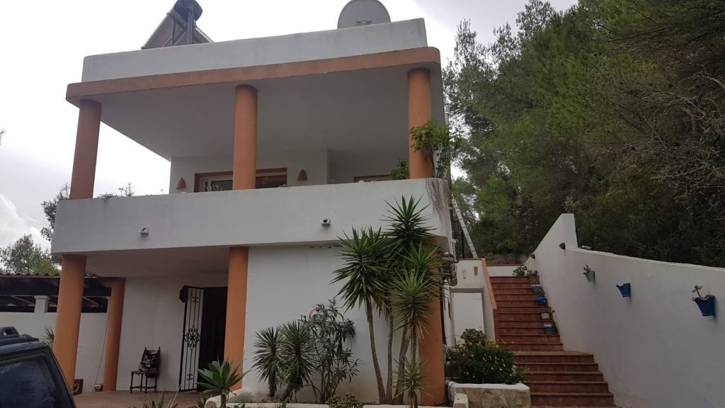 Superb villa with large pool for sale in San Augustin