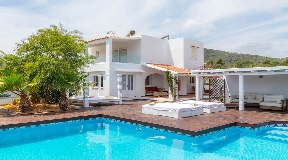 Wonderful villa for sale in Sa Caleta near the sea