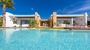 Nice villa with 5 bedroom in Cala Conta private urbanization for sale