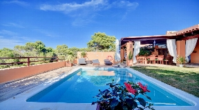 Nice villa for sale in Cala Tarida with pool and 330 m2 plot