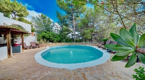 Beautiful romantic villa is in a very peaceful location near to Ibiza in Santa Eulalia
