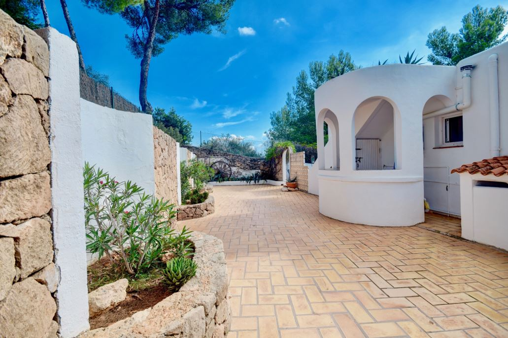 Beautiful romantic villa is in a very peaceful location near to Ibiza in Santa Eulalia