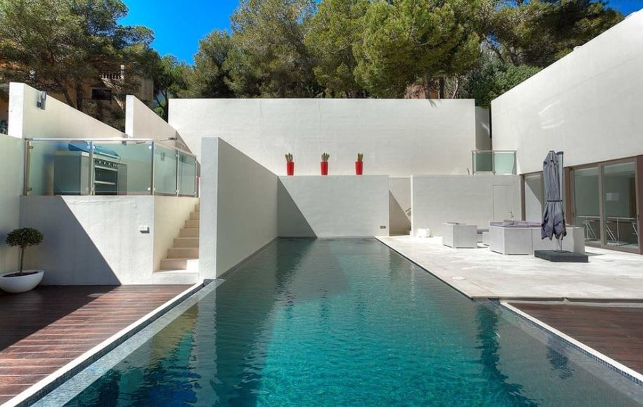 Superb villa is located in the monopolistic urbanization in Can Furnet for sale