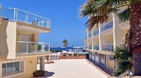 Frontline apartment with sea view in Cala de Bou for sale