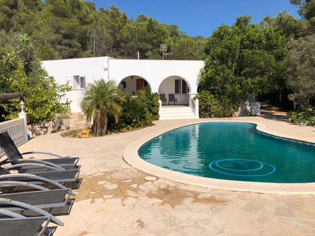 Reparation villa in a peaceful situation in front of San Miguel for sale