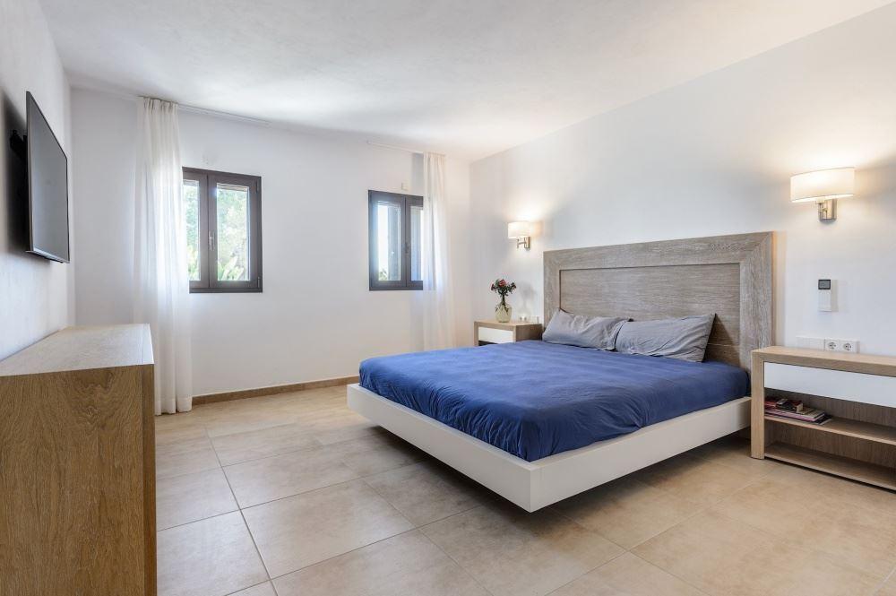 Newly rebuilt villa in Santa Gertrudis for sale