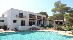 Wonderful large villa in Cala Vadella for sale