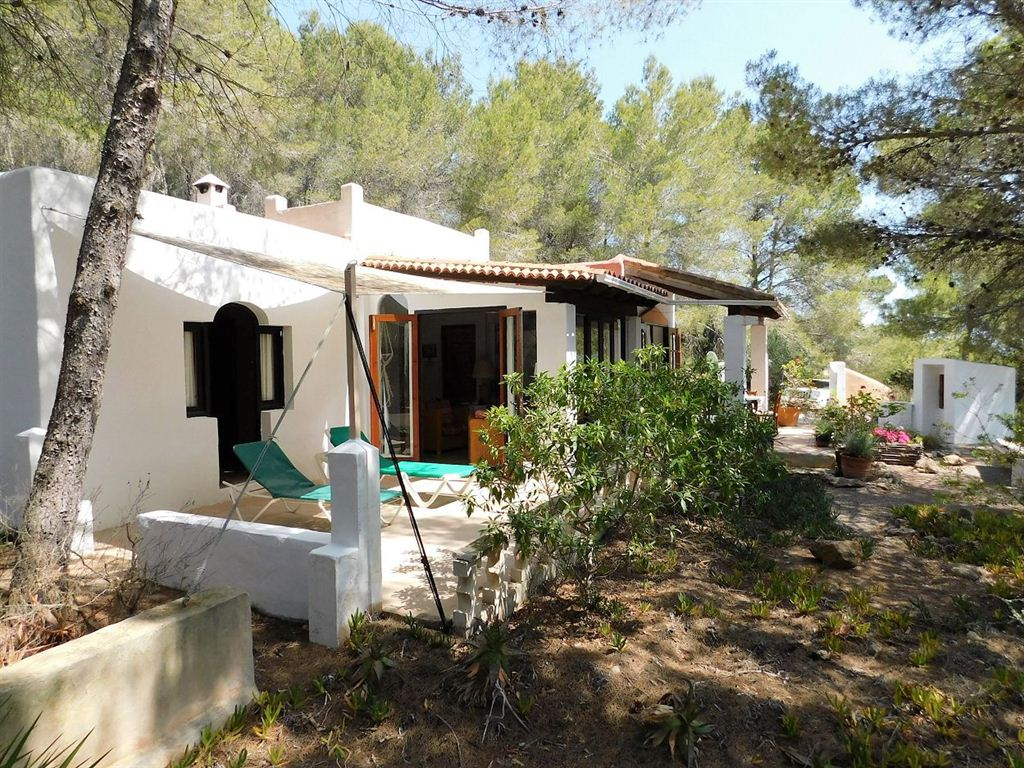 Nice farmhouse in the campo of Benimussa on 1 hectare large plot for sale