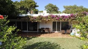 Bungalow-style villa in Roca Llisa for sale